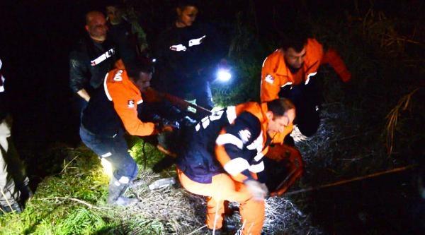 Turgutlu'da Otomobil Gediz Nehrine Uçtu: 4 Ölü, 1 Yaralı (ek Fotoğraflar)