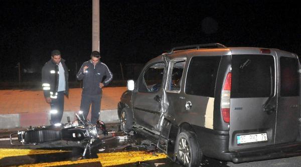 Turgutlu'da Trafik Kazası: 2 Yaralı