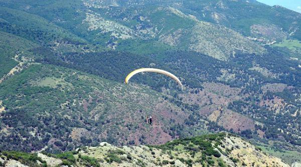 Turhal'da 500 Metreden Yere Çakilan Paraşütçü Öldü