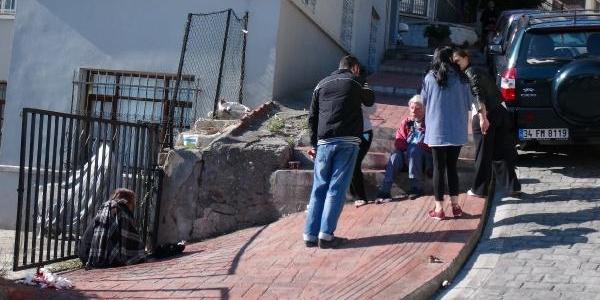 Turist Çift Merdivenlerden Düşerek Yaralandi