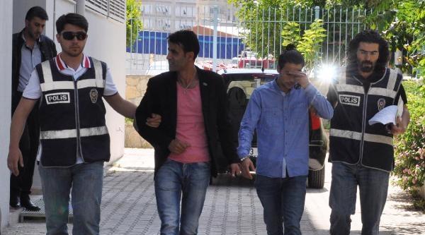 Turistin Çantasini Çalan Hırsızlar Polisten Kaçamadı