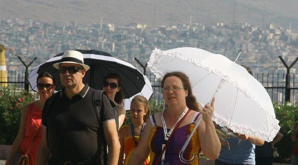 Turistler Sıcaktan Bunaldı