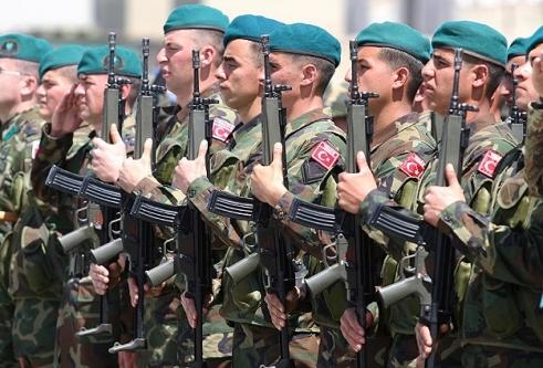 Türk askeri Suriyeli eğitecek!