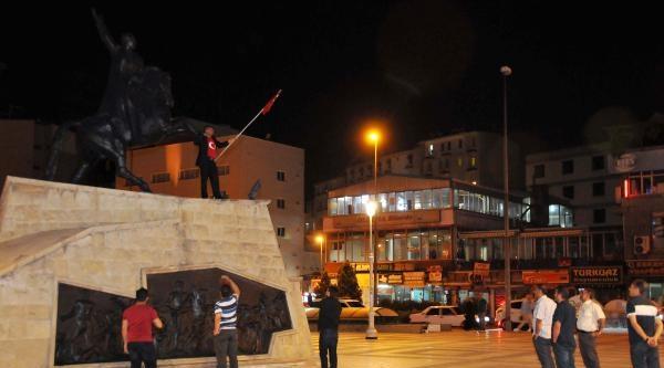 Türk Bayrağın İndirilmesini Protesto İçin İntihara Kalkıştı