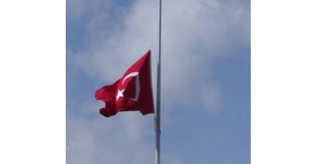 Türk bayrağını indiren hainler serbest