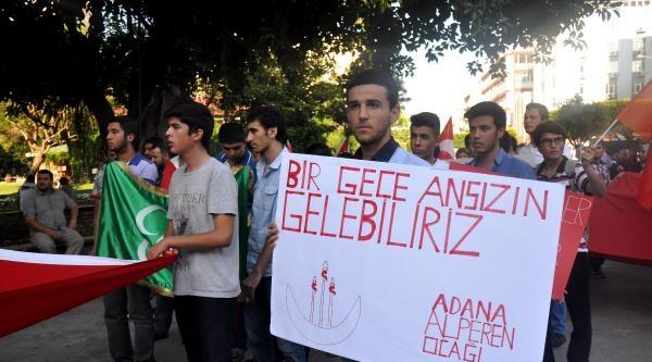 Türk Bayrağının İndirilmesini Protesto Ettiler