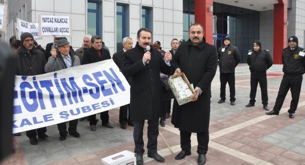 Türk Eğitim-Sen'den Ayakkabi Kutulu Eylem