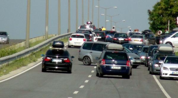 Türk İşçileri Kapıkule'de 5 Kilometre Kuyruk Oluşturdu