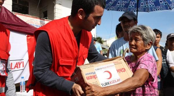 Türk Kizilayi, Filipinler'de 14 Bin Gida Kolisi Dağitti