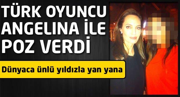 Türk oyuncu Angelina Jolie ile poz verdi!