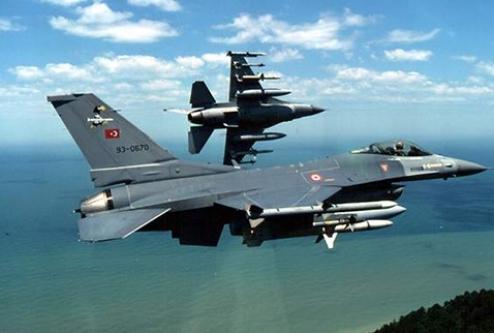 Türk savaş uçağına füze tacizi!