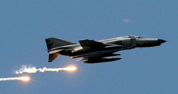 Türk savaş uçaklarına Ege'de taciz!