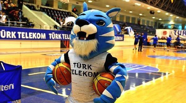 Türk Telekom Tweet'li Formayla Sahaya Çikti