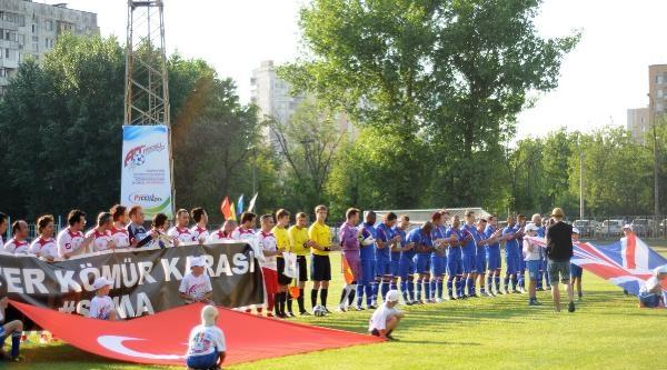 Türkiye, Artistler Futbol Şampiyonasinda İniltere'yi Yendi