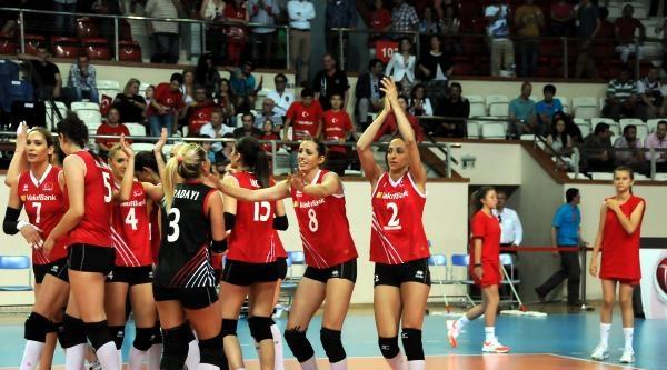 Türkiye - Danimarka Voleybol Maçı Ek Fotoğraf