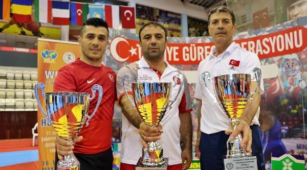 Türkiye, Gençler Güreş Turnuvası'nda Şampiyon Oldu