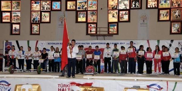 Türkiye Halter Şampiyonasi Alanya'da Başladi