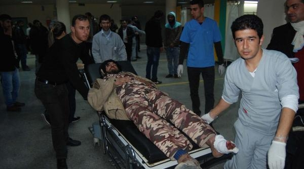 Türkiye Sinirinda Carablus'daki Patlamada Çok Sayida Suriyeli Yaralandi (3)