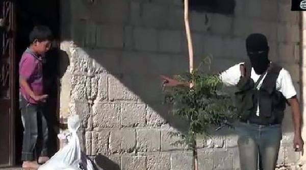 Türkiye'den Giden Yardimi, Irak- Şam Islam Devleti Güçleri Dağitiyor