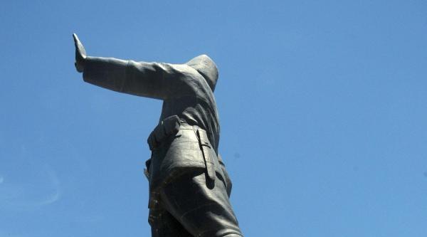 Türkiye'nin En Büyük Anıtı Parça Parça Dökülüyor