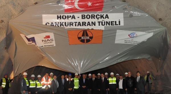Türkiye'nin En Uzun Tünelinde Işik Göründü