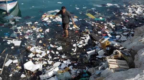 Türkiye'nin Üçüncü Büyük Balikçi Barinaği Çöplük Gibi