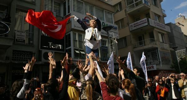 Tüsak'a 'carmina Burana'lı Protesto