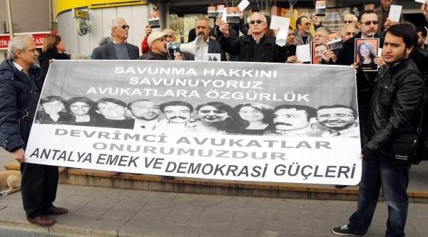 Tutuklu Avukatlara Dayanişma Karti