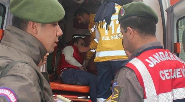Tutuklu Sanik, Cezaevi Aracinda Intihara Kalkişti