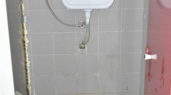 Tuvalette Tabanca Unutuldu