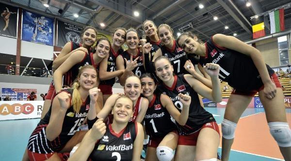 U19 Bayan Milli Voleybol Takımımız, Avrupa Şampiyonasi'ni Üçüncü Sırada Tamamladı
