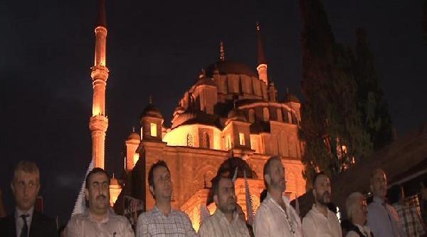 Üç Ülkedeki İdam Kararları Fatih Camii'nde Protesto Edildi