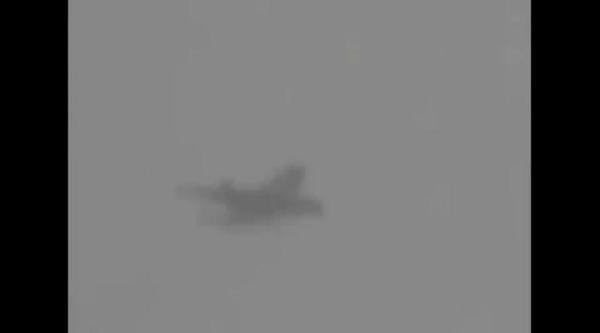Uçağa Havada Üç Kez Yıldırım Çarpti