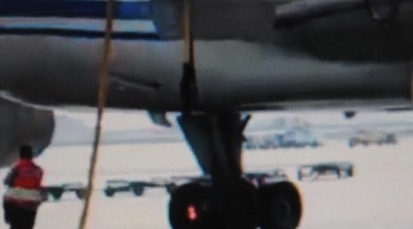 Uçağın Lastiği Alev Aldı