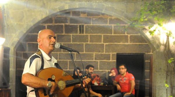 Udi Yervant, Devlet Korosunun İlk Ermeni Asıllı Sanatçısı Oldu