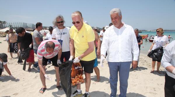 Uğur Dündar Ve Çevrecilerden Ilica Plajı'nda Mıntıka Temizliği