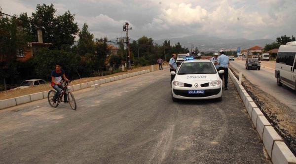 Ulaşıma Kapalı Yola Giren Otobüsün Çarptiği İki Kardeş Ağır Yaralandı