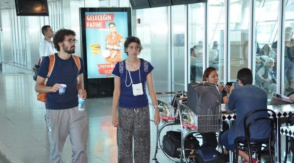 Ülkesine Giden İtalyan Elisa Sadece Sıtmaymış
