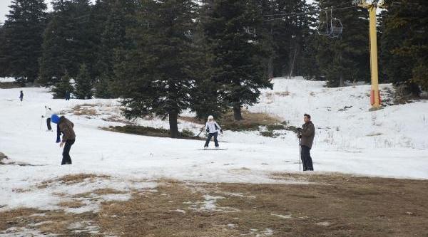 Uludağ'da Kar Yağmayinca Rezervasyon Iptali Geldi