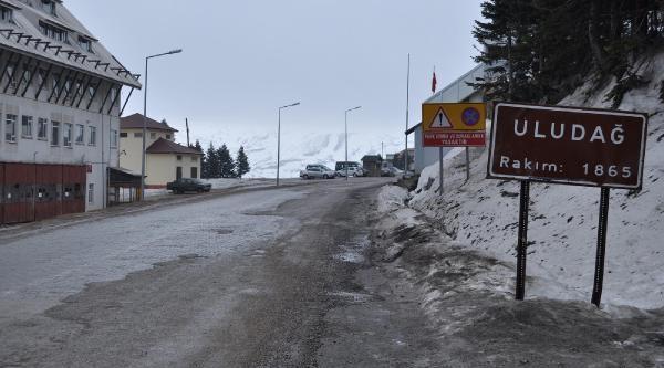 Uludağ'Da Sevindiren Kar