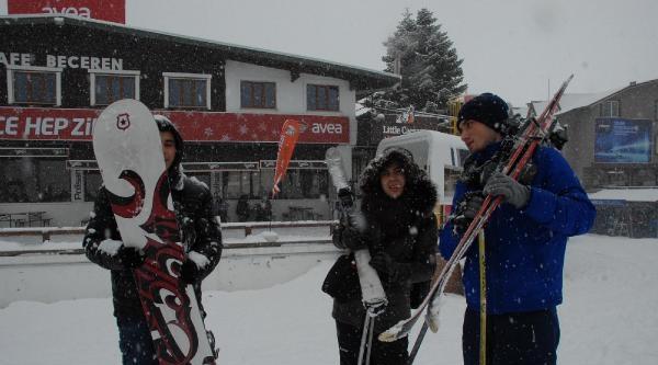 Uludağ'da Sevindiren Kar Yağışı