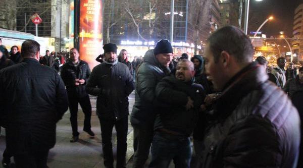 Uludere Olaylarini Protesto Eden Eylemcilere Şehit Yakinindan Tepki