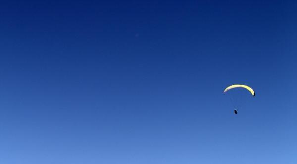 Uluslararası Yamaç Paraşütü Şampiyonasi Başladı