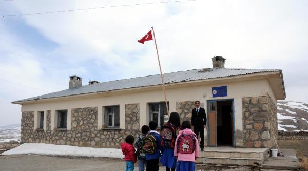 Umut Köyü'nün 5 Çocuğu Okula Başladı
