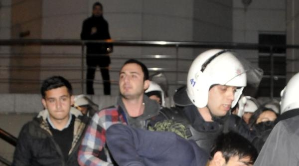Üniversite Öğrencilerinden Gözaltındaki Arkadaşlarına Destek Yürüyüşü (ek Fotoğraf)