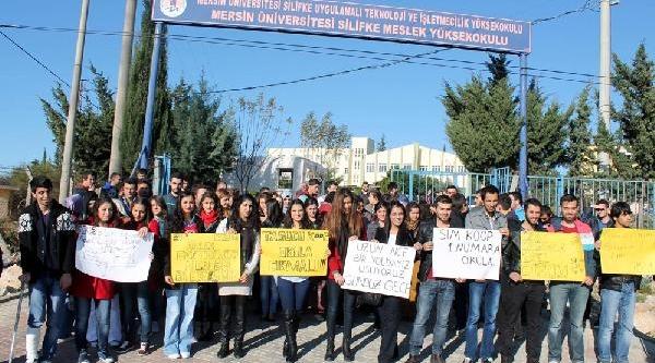 Üniversite Öğrencilerinden Ulaşim Protestosu