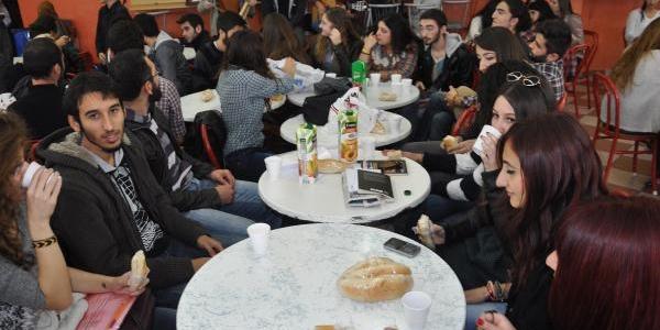 Üniversitede 50 Kuruşluk Yemek Zammini Protesto