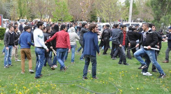 Üniversitede Karşıt Görüşlü Öğrenciler Kavga Etti