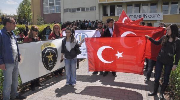 Üniversitedeki Öğrenci Yürüyüşüne Özel Güvenlik Teşkilatı Mensupları Derneği De Katıldı