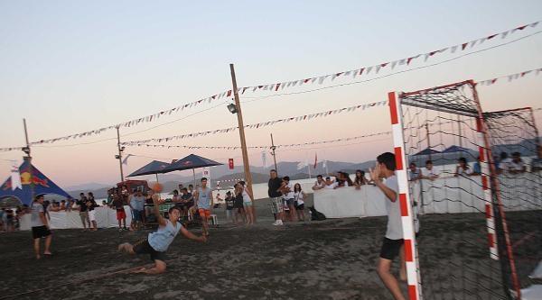Üniversiteler Arası Plaj Hentbol Turnuvası Başladı